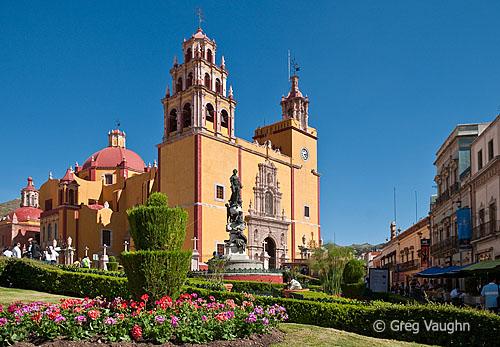 Basilica de Nuestra Señora de Guanajuato and Plaza de la Paz